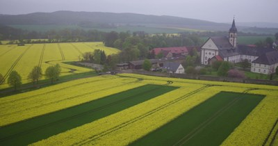 Kloster und Streifen